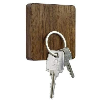 Support magnétique porte clefs en bois de noyer - Maison James Close à Antibes